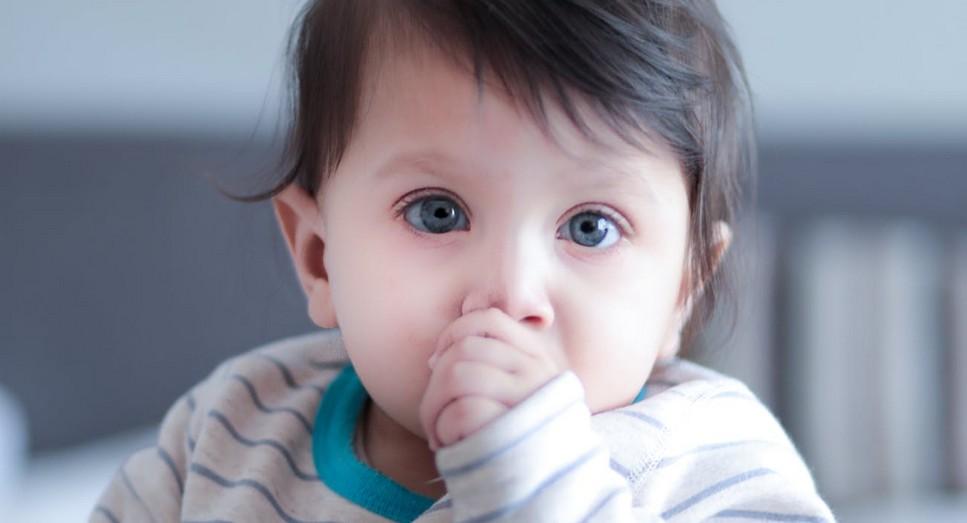 Почему у ребенка держится температура 37