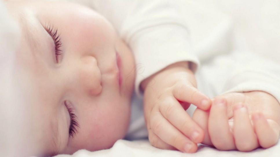 У годовалого ребёнка 39, спит
