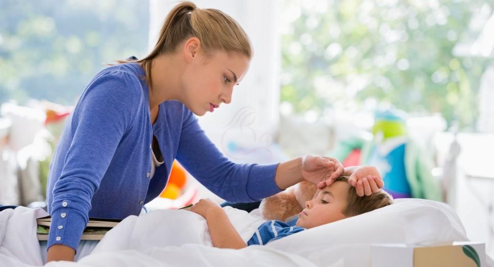 Когда температура с поносом, тошнотой или рвотой у ребёнка держатся больше 5 дней