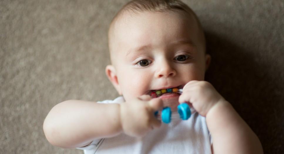 38 при прорезывании зубиков у крохи держится неделю или более